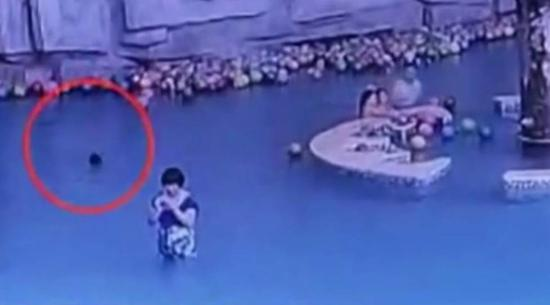 As the footage shows, the boy walked from the side of the pool to the middle at first. Soon, he began to struggle in the water. Though his mother was just 3-4 meters away from him, she didn't notice and focused on her mobile phone.