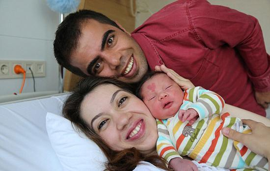 """Turkish boy Çinar Engin was born with a heart-shaped mark. He soon became famous as people call him the """"baby of love""""."""