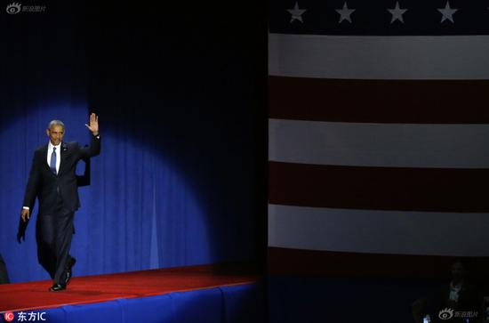 Barack Obama waves to audience.