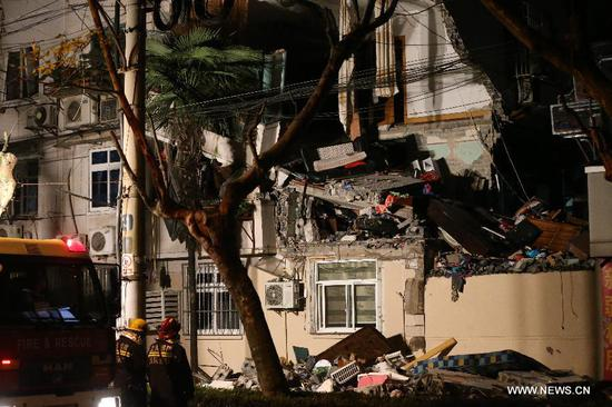 Photo taken on Jan. 11, 2017 shows the damaged residential building in Shanghai, east China. A residential building in Shanghai has been seriously damaged, reportedly by an explosion, fire fighting sources said. A resident was injured in the explosion, which was suspected to be caused by gas leak. (Xinhua/Ding Ting)