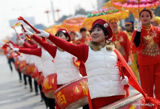 People perform drum dance during a folk competition to celebrate the upcoming Lantern Festival in Xi'an, capital of northwest China's Shaanxi Province, Feb. 10, 2017. The Lantern Festival falls on Feb. 11 this year. (Xinhua/Li Yibo)