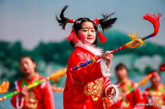 A young girl performs to celebrate the upcoming Lantern Festival in Xuyi County of Huai'an City, east China's Jiangsu Province, Feb. 9, 2017. The Lantern Festival falls on Feb. 11 this year. (Xinhua/Zhou Haijun)