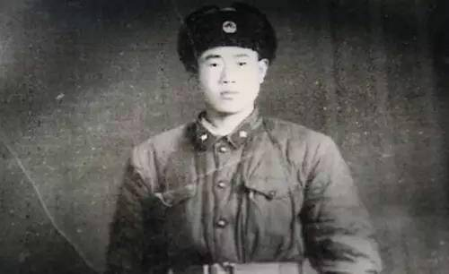 Wang couldn't get connected to his family until 1989, six years after his mother's death. An old photo shows Wang Qi wearing army suit while being a soldier.
