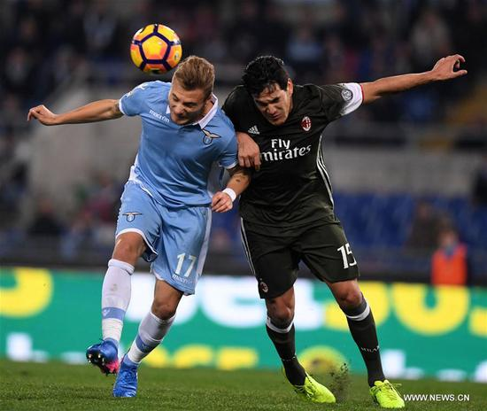 Lazio's Ciro Immobile (L) vies with AC Milan's Gustavo Gomez during the Serie A soccer match between AC Milan and Lazio in Rome, Italy, Feb. 13, 2017. The match ended with a 1-1 draw.(Xinhua/Alberto Lingria)
