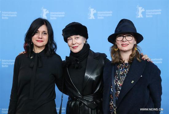 Italian film costume designer Milena Canonero (C) attends a photocall during the 67th Berlinale International Film Festival in Berlin, capital of Germany, on Feb. 16, 2017. The 67th Berlin International Film Festival on Thursday presented the Honorary Golden Bear award to respected Italian film costume designer Milena Canonero. (Xinhua/Shan Yuqi)