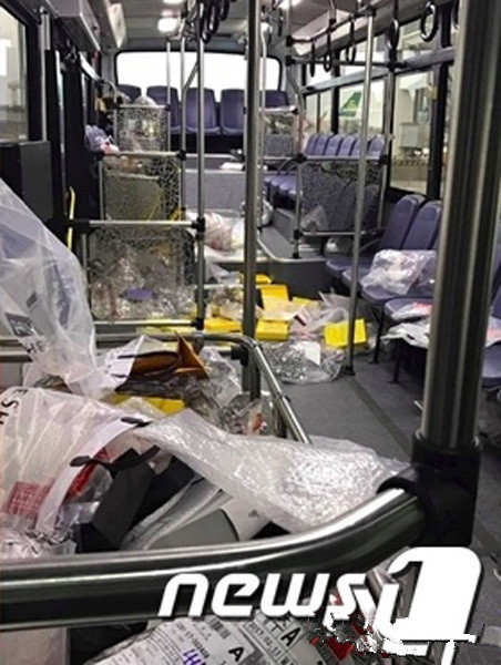 According to Chosun Ilbo, over 100 rubbish bags were filled up in one day at the airport, each bag could hold 100 L stuff. After the Chinese tourists left, three cleaners swept away all the littering. Moreover, some tourists even littered in the airport's shuttle buses.