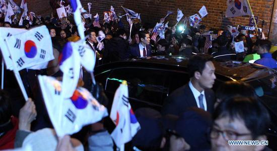 The vehicle carrying ousted South Korean President Park Geun-hye arrives at her private house in Seoul, South Korea, March 12, 2017. (Xinhua/Yao Qilin)