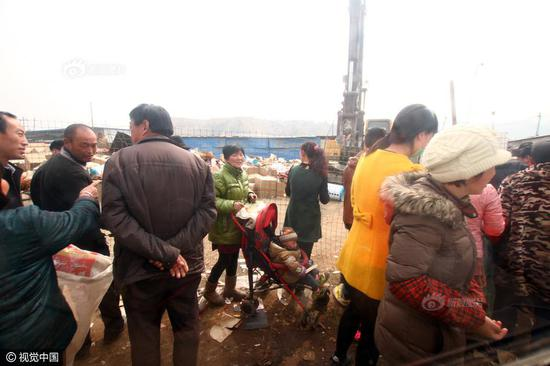 "The Industrial and Commercial Bureau of Chengguan District in Lanzhou city, Gansu province destroyed loads of counterfeit goods in a recycling station on March 15, the World Consumer Right Day. However, local villagers came in groups with large woven bags, waiting to get a ""free harvest""."