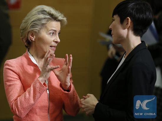 German Defense Minister Ursula von der Leyen (L) talks with her Norwegian counterpart Ine Marie Eriksen Soreide during a NATO Defense Ministers Meeting at its headquarters in Brussels, Belgium, Feb. 15, 2017. (Xinhua/Ye Pingfan)