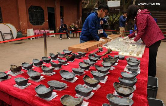 Photo taken on March 19, 2017 shows cultural relics unearthed during an archaeological excavation at Pengshan District in Meishan City, southwest China's Sichuan Province. More than 10,000 gold and silver items that sank to the bottom of a river in Sichuan Province over 300 years ago have been recovered, archeologists said Monday. The items included a large amount of gold, silver and bronze coins and jewelry as well as iron weapons such as swords, knifes and spears. (Xinhua/Li He)