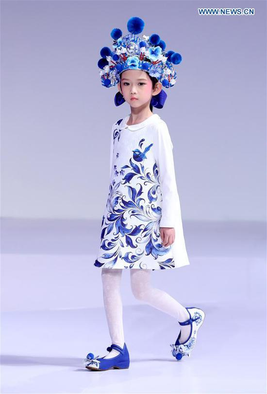 A young model walks the runway at the Wangxiaohe children's collection show by Fan Yong during China Fashion Week in Beijing, capital of China, March 26, 2017. (Xinhua/Chen Jianli)