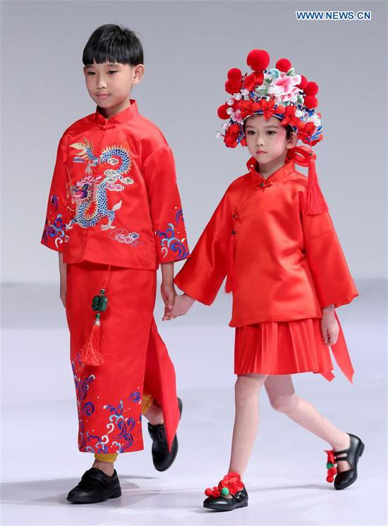 Young models walk the runway at the Wangxiaohe children's collection show by Fan Yong during China Fashion Week in Beijing, capital of China, March 26, 2017. (Xinhua/Chen Jianli)