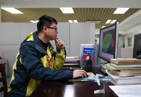 A staff member analyzes wind resistance of captive balloon at the 38th Research Institute of China Electronics Technology Group Corporation in Hefei, capital of east China's Anhui Province, March 28, 2017. The captive balloon is an air platform carrying various devices, such as warning radar, video surveillance equipment, fog detection devices, communication relay devices and imaging equipment. The balloon is expected to play a role in precaution and detection, environmental surveillance, security and protection monitoring. (Xinhua/Cheng Tingting)