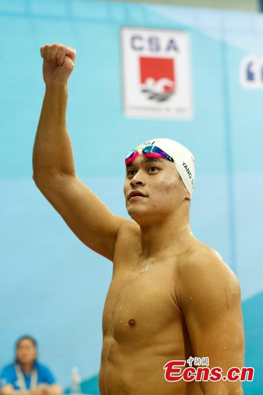 Sun Yang celebrates after winning the men's 800-meter freestyle in the National Swimming Championship in Qingdao City, East China's Shandong Province, April 12, 2017. Sun won the first place. (Photo: China News Service/Han Haidan)