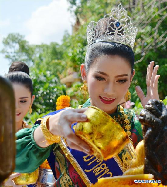 Local people celebrate water festival in Vientiane, capital of Laos, April 14, 2017. Songkran festival, also known as water festival, is celebrated in Laos as the traditional New Year's Day. (Xinhua/Liu Ailun)
