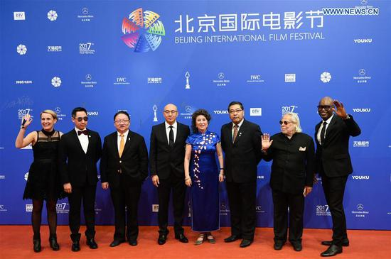 Guests pose on the red carpet before the opening ceremony of the 7th Beijing International Film Festival (BJIFF) in Beijing, capital of China, April 16, 2017. (Xinhua/Lu Peng)