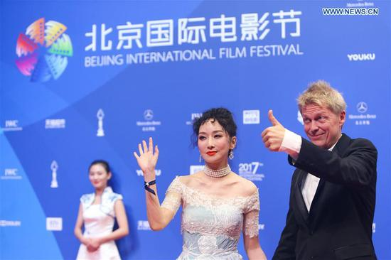 Singer Sa Dingding (2nd R) poses on the red carpet before the opening ceremony of the 7th Beijing International Film Festival (BJIFF) in Beijing, capital of China, April 16, 2017. (Xinhua/Zheng Huansong)