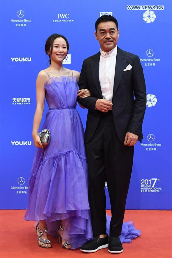 Actress Jiang Yiyan (L) and actor Sean Andy pose on the red carpet before the opening ceremony of the 7th Beijing International Film Festival (BJIFF) in Beijing, capital of China, April 16, 2017. (Xinhua/Shen Hong)