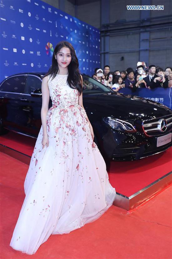 Actress Guan Xiaotong poses on the red carpet before the opening ceremony of the 7th Beijing International Film Festival (BJIFF) in Beijing, capital of China, April 16, 2017. (Xinhua/Li Fangyu)