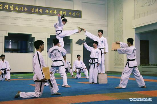 Trainees perform Taekwondo for foreign media journalists in Pyongyang, capital of the Democratic People's Republic of Korea (DPRK), on April 17, 2017. (Xinhua/Zhu Longchuan)