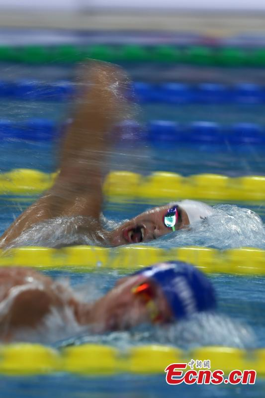 Swimmer Sun Yang competes in the men's 1500-meter freestyle in the National Swimming Championship in Qingdao City, East China's Shandong Province, April 17, 2017. Sun secured first place in the race with a time of 15 minutes and 4.15 seconds. It was a clean sweep for Sun, who won gold in all five freestyle swimming events. (Photo: China News Service/Han Haidan)