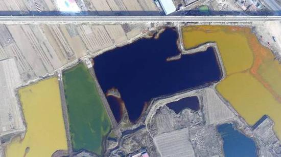 Huge pools of industrial sewage were found in the fields of Langfang city, Hebei province and Tianjin municipality. The pools were as large as 170 square km and had lasted for a long time, posing severe threats to local environment. Investigation is under way.