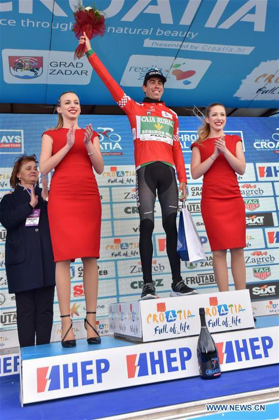Jaime Roson Garcia from Spain wins the general leader at the third stage of international cycling race tour of Croatia 2017 in Zadar, south Croatia, April 20, 2017. The third stage of the race, a total distance of 237km, started from Imotski and finished in Zadar. (Xinhua/Dino Stanin)