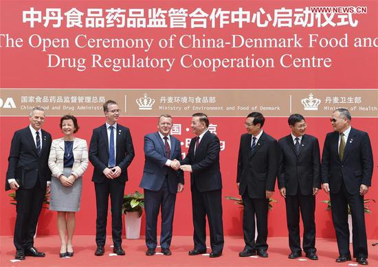 Arken Imirbaki, vice chairman of the Standing Committee of China's National People's Congress, and Danish Prime Minister Lars Loekke Rasmussen attend the Open Ceremony of China-Denmark Food and Drug Regulatory Cooperation Centre in Beijing, capital of China, May 4, 2017. (Xinhua/Zhang Ling)