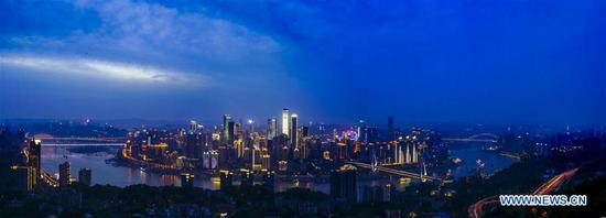 Photo taken on April 22, 2017 shows the night scenery of Chongqing, southwest China. (Xinhua/Liu Chan)