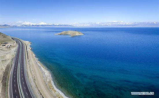Photo taken on May 8, 2017 shows the Sayram Lake in northwest China's Xinjiang Uygur Autonomous Region. The Sayram Lake is a very beautiful lake surrounded by grasslands and the Tianshan Mountains in Xinjiang. (Xinhua/Zhao Ge)