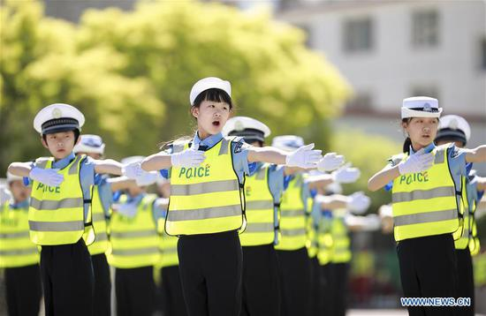 Students take part in a gesture exercise competition of traffic police in Hohhot, capital of north China's Inner Mongolia Autonomous Region, May 16, 2017. More than 1,000 students from 24 schools took part in the competition on Tuesday. (Xinhua/Ding Genhou)