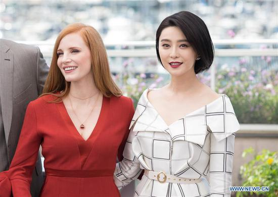 Jury members for the 70th Cannes International Film Festival Jessica Chasten and Fan Bingbing (R) attend a photocall in Cannes, France, on May 17, 2017. (Xinhua/Xu Jinquan)