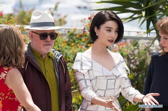 President of the jury for the 70th Cannes International Film Festival Pedro Almodovar (2nd L) and Jury member, Chinese actress Fan Bingbing (2nd R) attend a photocall in Cannes, France, on May 17, 2017. (Xinhua/Xu Jinquan)