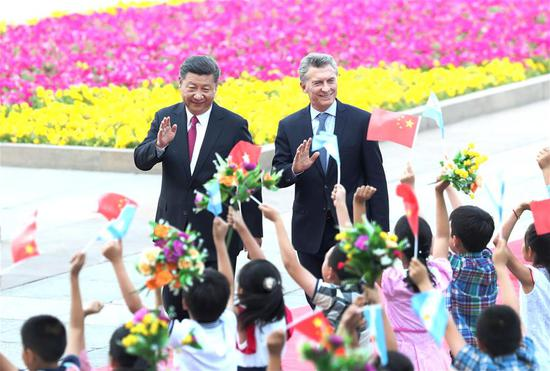 Chinese President Xi Jinping holds a welcome ceremony for his Argentine counterpart Mauricio Macri before their talks in Beijing, capital of China, May 17, 2017. (Xinhua/Ma Zhancheng)