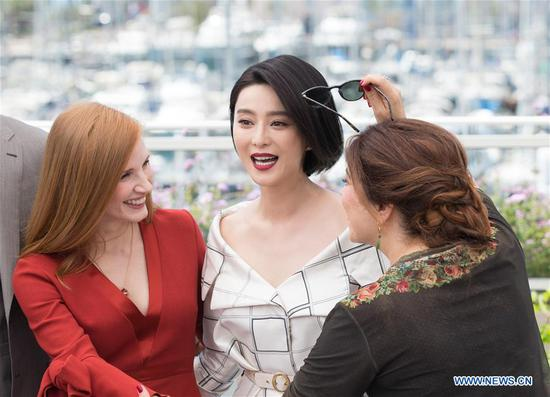 Jury members for the 70th Cannes International Film Festival Jessica Chasten (L), Fan Bingbing (C) and Agnes Jaoui attend a photocall in Cannes, France, on May 17, 2017. (Xinhua/Xu Jinquan)