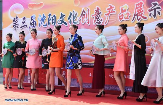 Staff members of the Shenyang Palace Museum perform during a fashion show in Shenyang, capital of northeast China's Liaoning Province, May 18, 2017. Thursday marks the International Museum Day. (Xinhua/Li Gang)