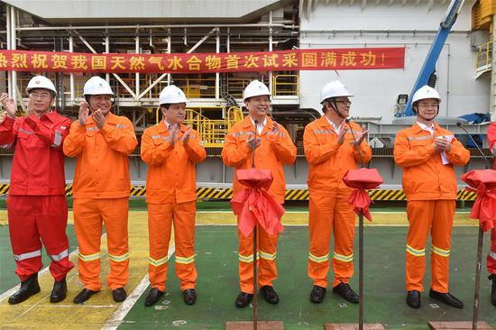 Chinese Minister of Land and Resources Jiang Daming (3rd R) announces the success in trial mining of combustible ice at sea, on a trial mining site in the Shenhu area of the South China Sea, May 18, 2017. China has succeeded in collecting samples of combustible ice in the South China Sea, a major breakthrough that may lead to a global energy revolution, Minister of Land and Resources Jiang Daming said Thursday. (Xinhua/Liang Xu)