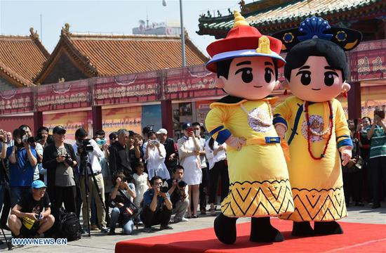 People watch a cartoon character show at the Shenyang Palace Museum in Shenyang, capital of northeast China's Liaoning Province, May 18, 2017. Thursday marks the International Museum Day. (Xinhua/Li Gang)