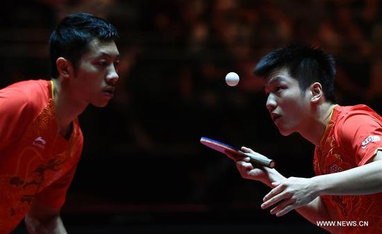 Xu Xin(L)/Fan Zhendong of China compete during the men's doubles final match against Morizono Masataka/Oshima Yuya of Japan at the 2017 World Table Tennis Championships in Dusseldorf, Germany, June 4, 2017. (Xinhua/Tao Xiyi)