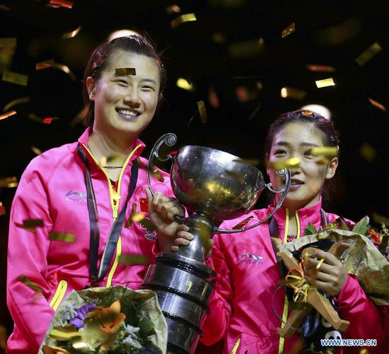 China's Ding Ning (L) and Liu Shiwen hold the trophy during the awarding ceremony for women's doubles final match at the 2017 World Table Tennis Championships in Dusseldorf, Germany, on June 5, 2017. Ding Ning and Liu Shiwen won 4-3 to claim the title. (Xinhua/Luo Huanhuan)