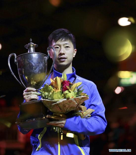China's Ma Long holds the trophy during the awarding ceremony for men's singles final match at the 2017 World Table Tennis Championships in Dusseldorf, Germany, on June 5, 2017. Ma Long won 4-3 to claim the title. (Xinhua/Luo Huanhuan)