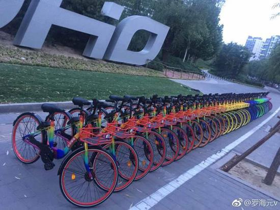 Colorful sharable bikes appear on the streets of Beijing. (Photo/Weibo account of Luo Haiyuan, founder and CEO of the seven-colored bike company)