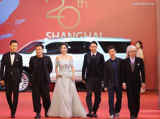 Actress Yang Mi (3rd L) and actor Chang Chen (3rd R) attend the 20th Shanghai International Film Festival in Shanghai, east China, June 17, 2017. The 20th Shanghai International Film Festival kicked off here Saturday.(Xinhua/Ding Ting)