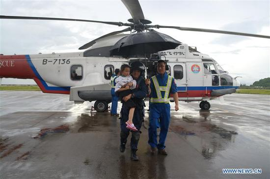 Tourists arrive at Zhuhai Airport in Zhuhai, south China's Guangdong Province, July 16, 2017. A total of 49 tourists who had been stranded on Nanpeng Island in the South China Sea were picked up and moved to safety on Sunday morning, authorities said. (Xinhua)
