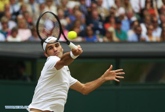 Roger Federer of Switzerland hits a return during the men's singles final match with Marin Cilic of Croatia at the Championships Wimbledon 2017 at Wimbledon, London, Britain on July 16, 2017. (Xinhua/Jin Yu)