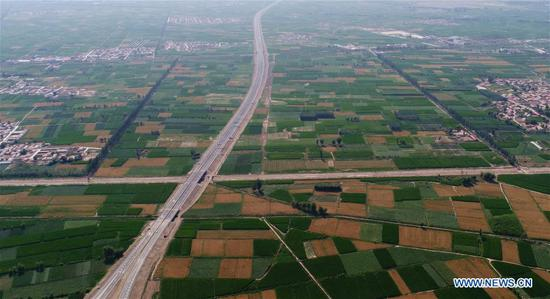 The photo taken on July 14, 2017 shows a section of a freeway between Beijing and northwest China's Xinjiang Uygur Autonomous Region, in Bayan Nur City, north China's Inner Mongolia Autonomous Region. The total length of the expressways in Inner Mongolia has reached 6,000 kilometers so far. (Xinhua/Deng Hua)