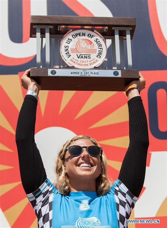 Tatiana Weston-Webb of Hawaii celebrates after winning the Women's 2017 U.S. Open of Surfing Final in Huntington Beach, California, the United States, Aug. 6, 2017. (Xinhua/Javier Rojas)