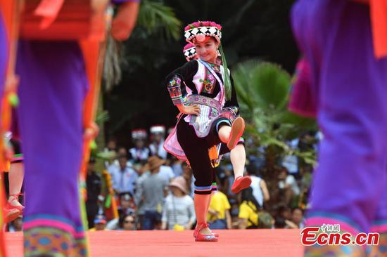 A performer dances during a folk festival of the Yi ethnic group in Mile City, Southwest China's Yunnan Province, Aug. 9, 2017. (Photo: China News Service/Ren Dong)