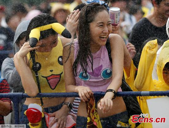 Attendants react to water spray at a Splash show and Pokemon Go Park event in Yokohama, Japan August 9, 2017. (Photo/Agencies)