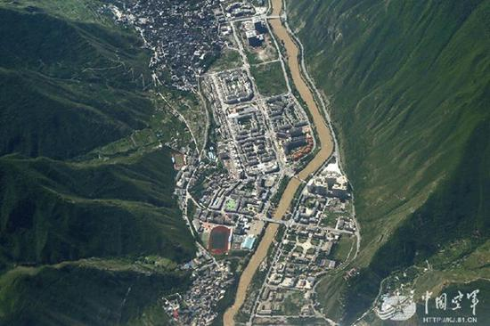 An aerial image shows the earthquake-hit area in Jiuzhaigou County, Southwest China's Sichuan Province. (Photo/81.cn)